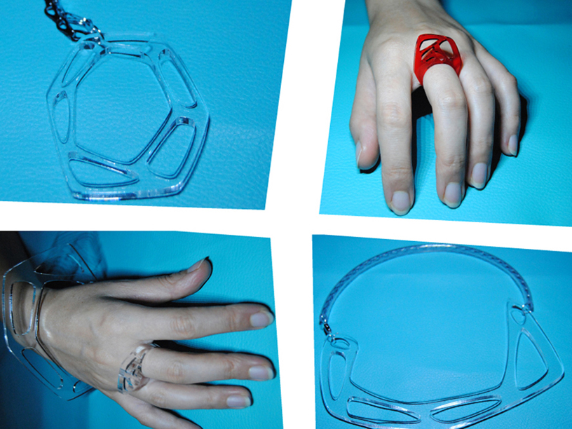 Collane, bracciali e anelli in plexiglass intagliato
